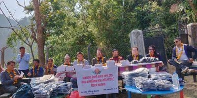 ओकायामा नेपाली समाजद्धारा रााप्ति ग्लाउथोकका विद्यार्थीलाई न्यानो कपडा र स्टेशनरी बितरण