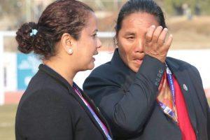 नेपाली महिला फुटबल खेलाडी पराजित हुँदा धरधरी रोइन् मन्त्री