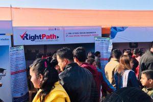 रत्ननगर महोत्सबमा रहेको राईटपाथ करियर काउन्सेलिङको स्टलमा बिद्यार्थीको भिड