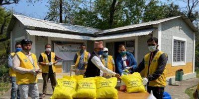 चितवन र नवलपुरका स्वास्थ्य संस्थालाई लायन्स क्लबको पिपिई सहयोग