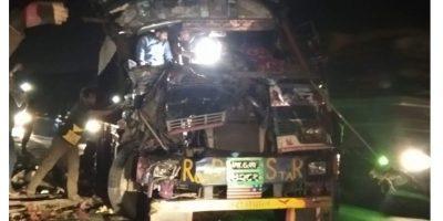 पूर्वी चितवनकाे राप्तीमा बस र ट्रक ठाेक्किए, बस चालककाे मृत्यु, अन्य घाइते