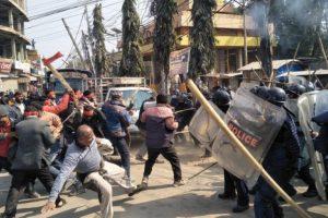 जनकपुरमा नेकपा कार्यकर्ता र प्रहरीबीच झडप, प्रहरीद्वारा हवाई फायर र अश्रु ग्यास प्रहार