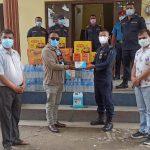 रत्ननगर उद्योग वाणिज्य संघद्वारा ईप्रका टाँडीलाई स्वास्थ्य तथा खाद्यान्न सामाग्री हस्तान्तरण