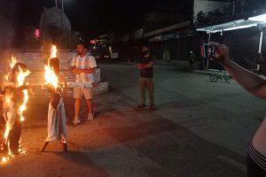 वाइसीयल रत्ननगर नगरकमिटीद्धारा सौराहामा राष्ट्रपति र प्रधानमन्त्रीको पुत्ला दहन