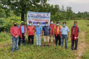 रोटरी क्लब अफ रत्ननगरद्धारा कंकाली सामुदायीक वनमा बृक्षारोपण कार्यक्रम सम्पन्न