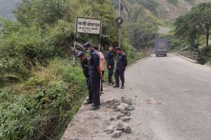 काठमाण्डौबाट पोखरातर्फ जाँदै गरेको कार त्रिसुलीमा खस्यो, ३ जना बेपत्ता, १ घाईते